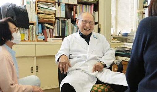 93歳「医師は宿命」 無医の島で開業35年 宇城市・戸馳島の佐藤さん