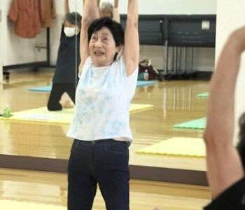 元気な限り現役! 89歳のヨガインストラクター・熊本市の松崎さん 体力づくりに毎日水泳も